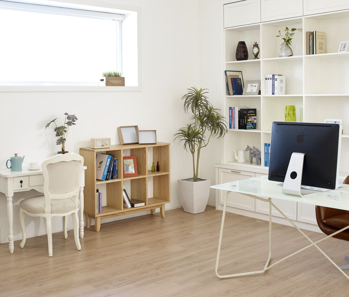 Home Office with modern furniture and wood floor