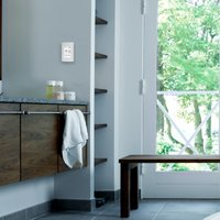 UDG4-4999 Thermostat Lifestyle-1 nSpire Touch