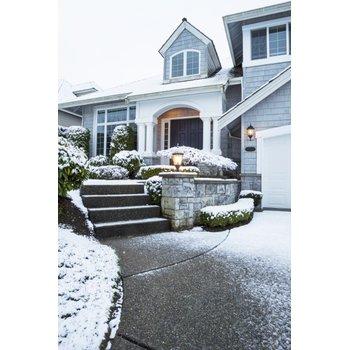 Snow dusting on home driveway 758b48
