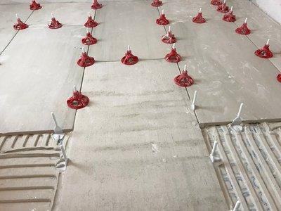 Mechanical tile leveling system