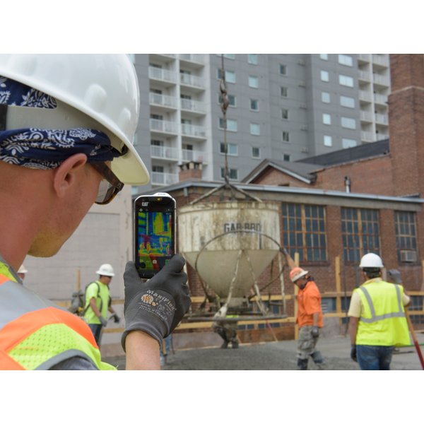 Asphalt crew using Cat S60 smartphone with thermal camera